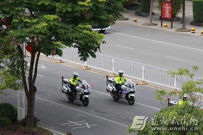 """恩施网站建设--""""快骑队员""""亮相州城"""